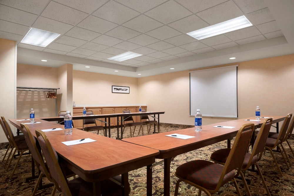 Meeting Facility, Country Inn & Suites by Radisson, Dundee, MI