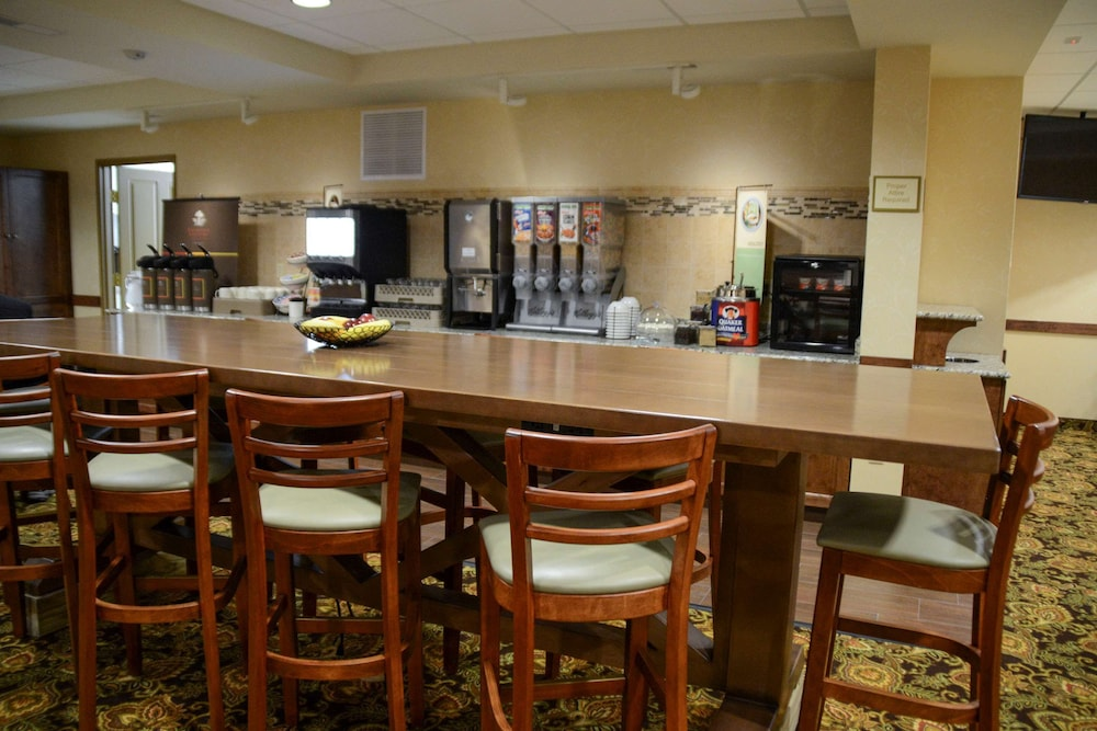 Breakfast Area, Country Inn & Suites by Radisson, Dundee, MI