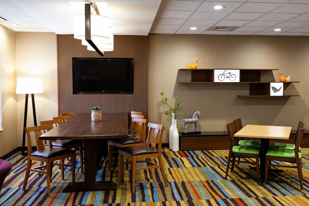 Lobby Sitting Area, Fairfield Inn & Suites by Marriott Rockingham