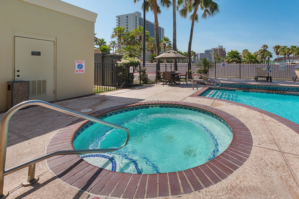 Pool, Comfort Suites South Padre Island