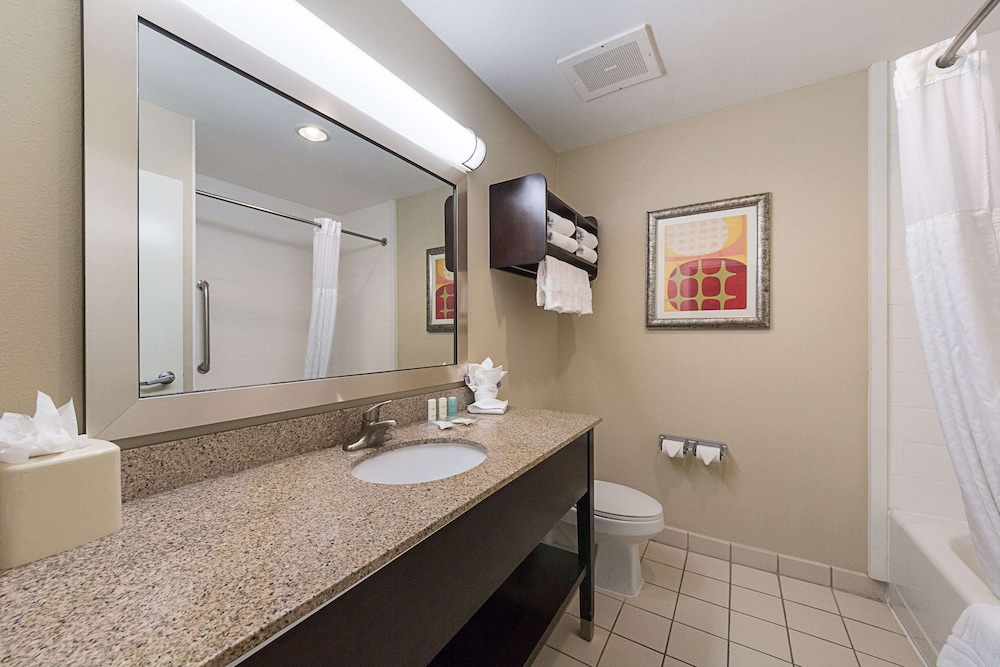 Bathroom, Comfort Suites South Padre Island