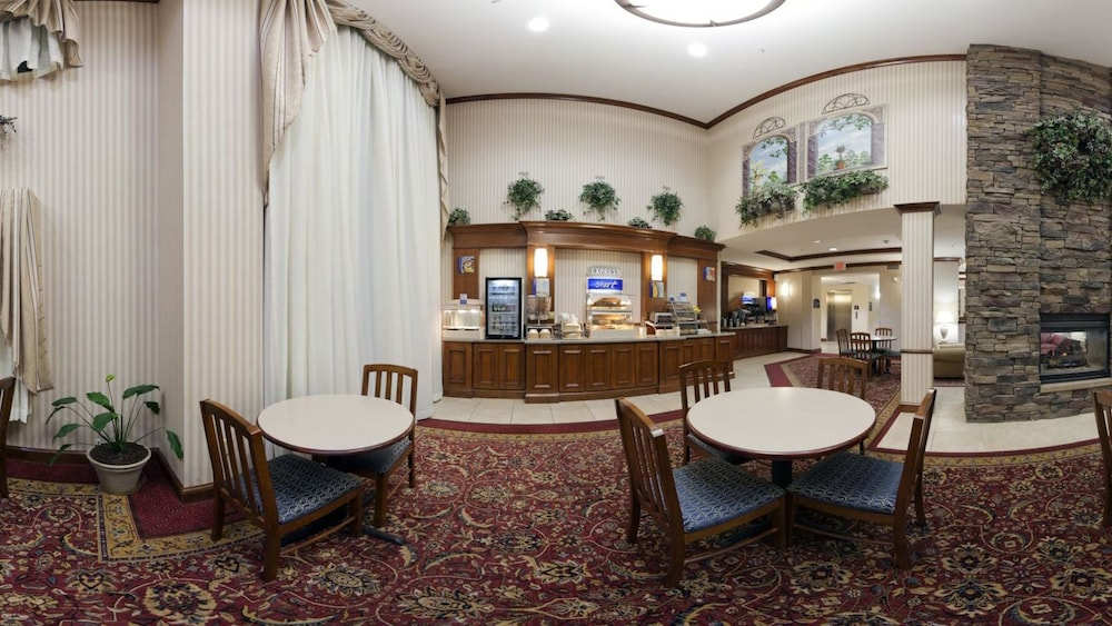 Breakfast Area, Holiday Inn Express & Suites Marion