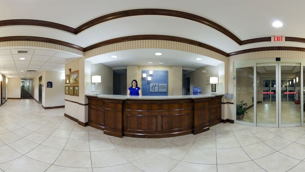 Reception, Holiday Inn Express & Suites Marion