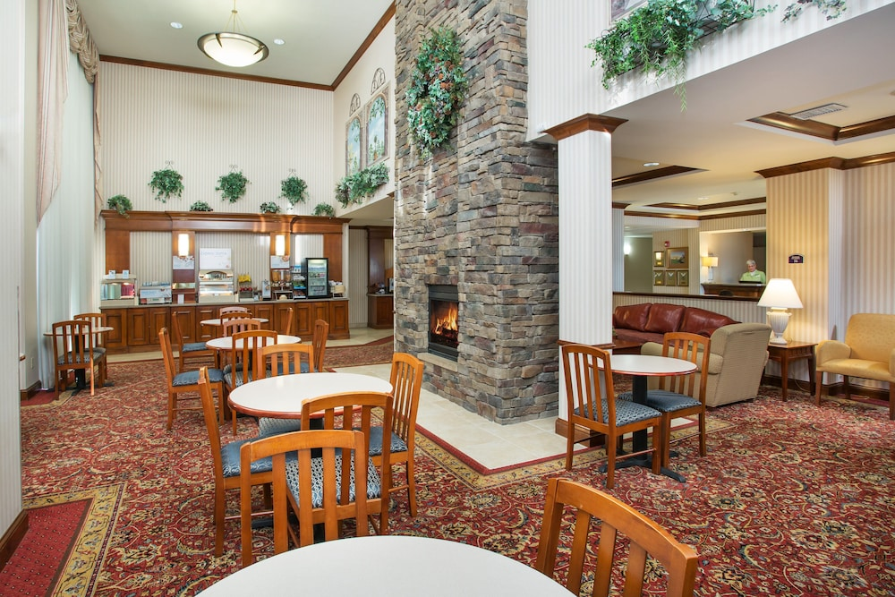 Lobby, Holiday Inn Express & Suites Marion