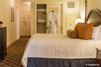 Deluxe Room, 1 King Bed, Accessible - Guestroom