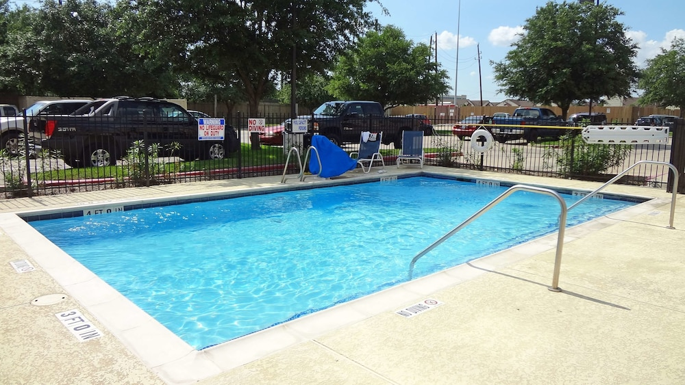 Pool, Extended Stay America - Houston - Sugar Land