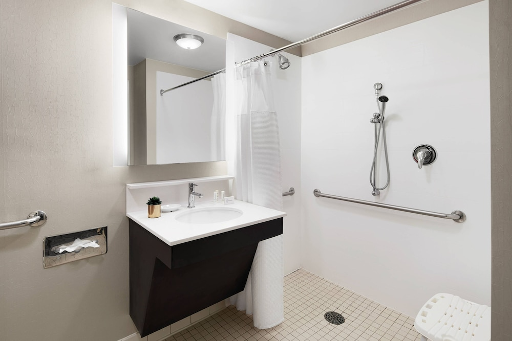 Bathroom, SpringHill Suites by Marriott Richmond North/Glen Allen