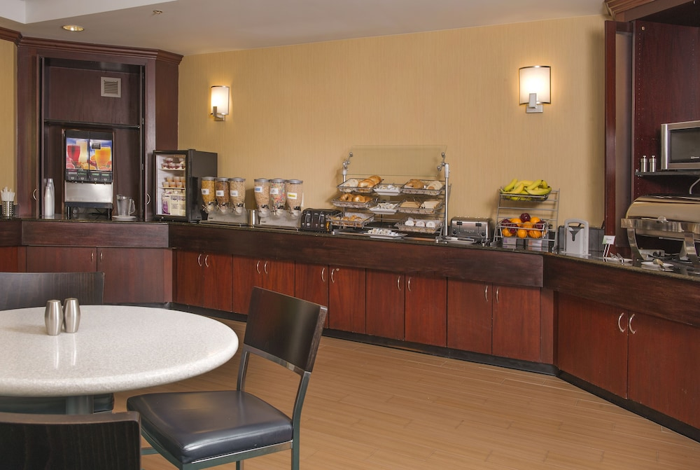 Breakfast Area, SpringHill Suites by Marriott Richmond North/Glen Allen
