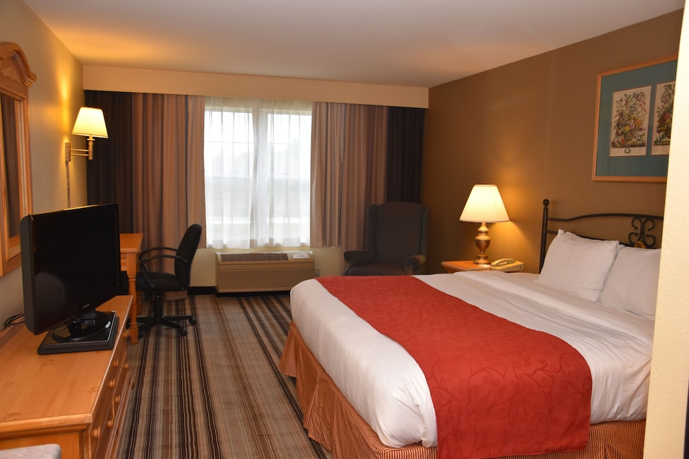 Room, Country Inn & Suites by Radisson, Port Washington, WI