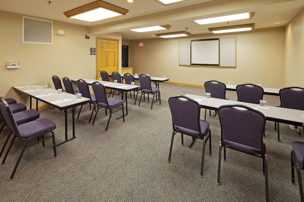 Meeting Facility, Country Inn & Suites by Radisson, Port Washington, WI
