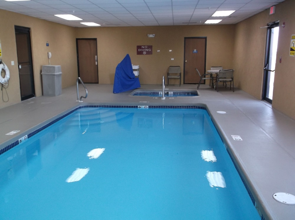 Indoor Pool, Mcpherson Inn