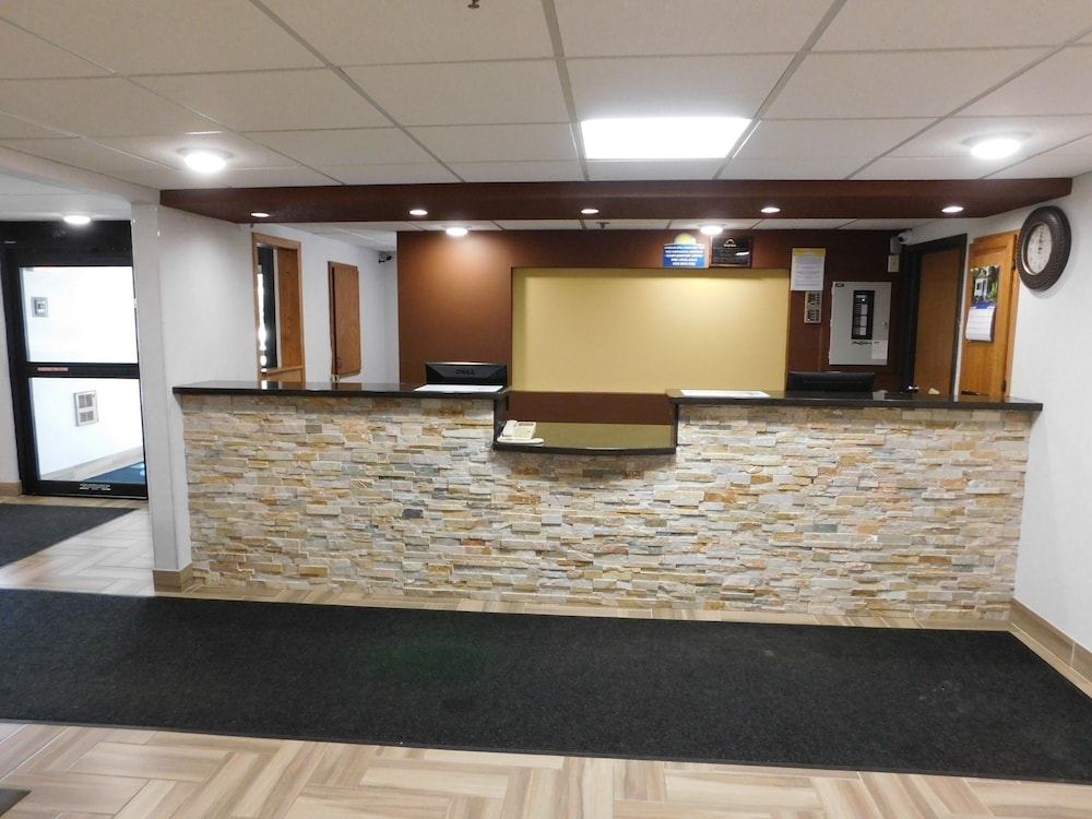 Reception, Days Inn by Wyndham Mounds View Twin Cities North