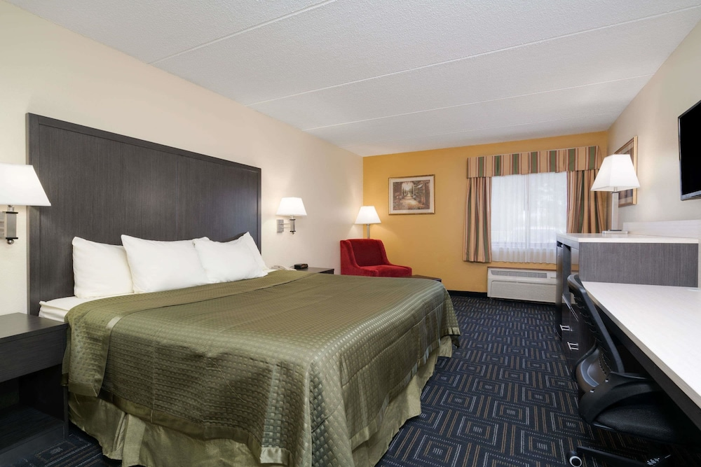 Room, Days Inn by Wyndham Mounds View Twin Cities North
