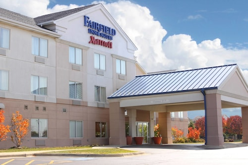 Great Place to stay Fairfield Inn and Suites By Marriott St Charles near St. Charles