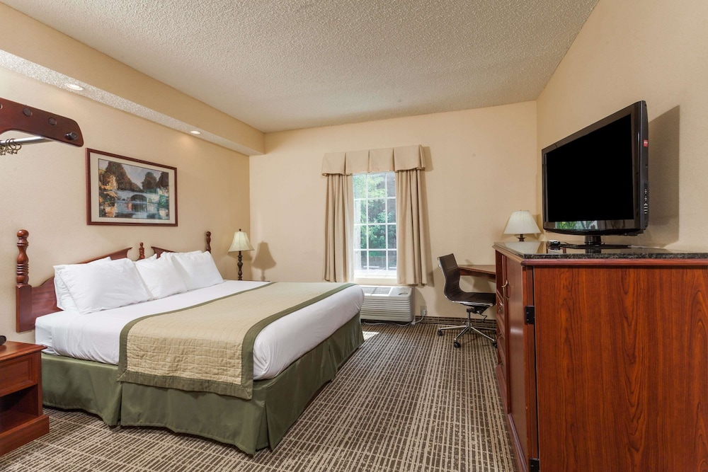 Room, Baymont by Wyndham Columbia Maury