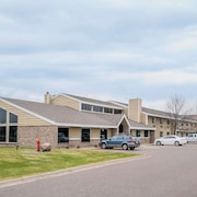 Days Inn & Suites by Wyndham Baxter Brainerd Area