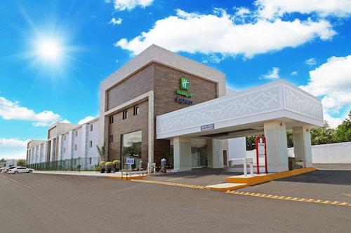 彼德拉斯內格拉智選假日酒店