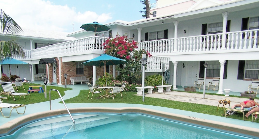 Outdoor Pool, Carriage House Resort Motel
