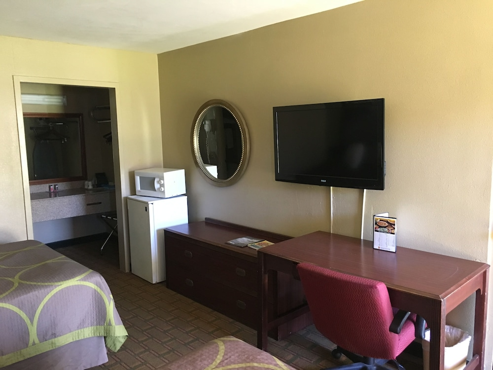 Room, Super 8 by Wyndham Biloxi