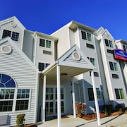 Howard Johnson Hotel & Suites by Wyndham Elk Grove Village