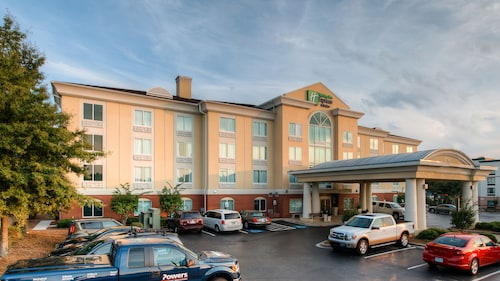 Great Place to stay Holiday Inn Express Hotel & Suites Columbia near Columbia
