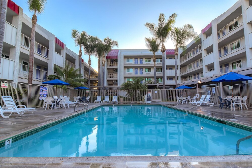 Pool, Motel 6 Anaheim, CA - Maingate