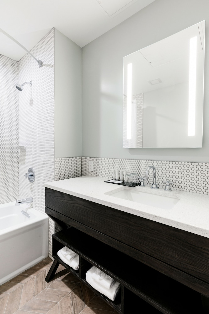 Bathroom, Mount Royal Hotel