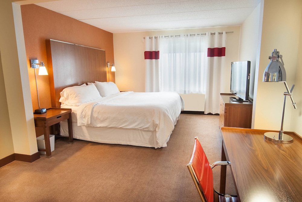 Room, Four Points by Sheraton Columbus-Polaris