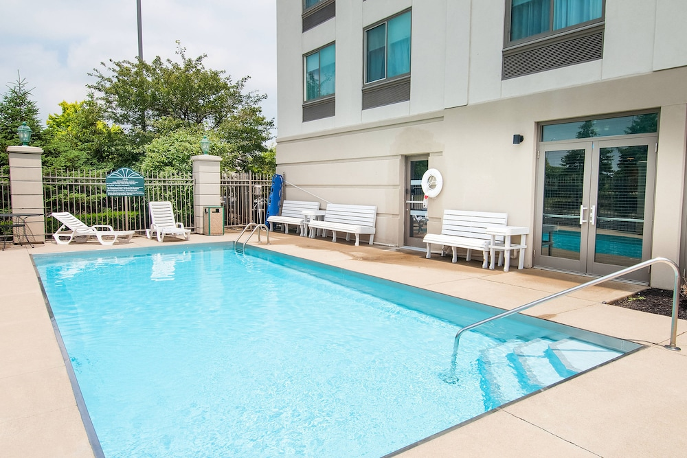 Outdoor Pool, Four Points by Sheraton Columbus-Polaris