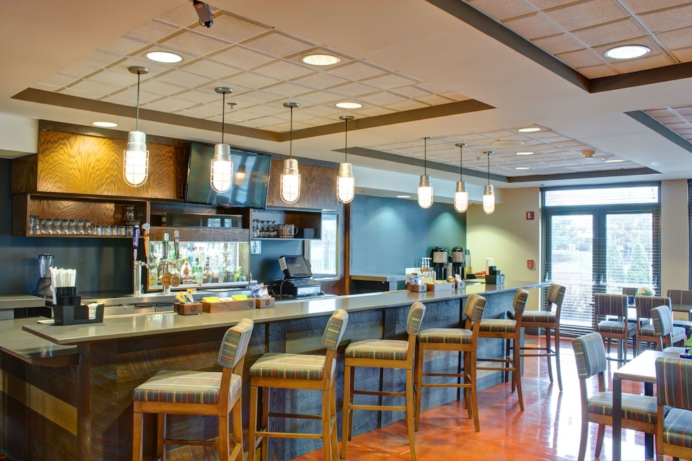 Bar, Four Points by Sheraton Columbus-Polaris