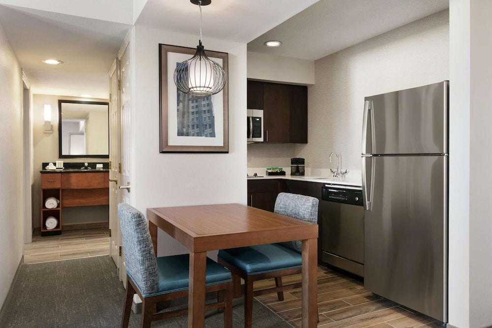 Private Kitchen, Homewood Suites Kansas City Airport