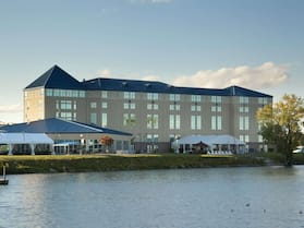 Ramada Plaza by Wyndham Geneva Lakefront Resort