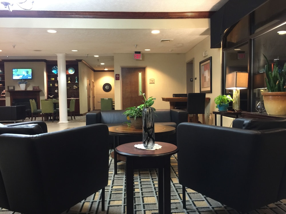 Lobby Sitting Area, Clarion Inn South Boston-Danville East