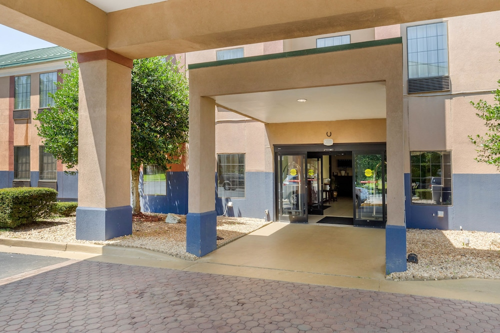Property Entrance, Clarion Inn South Boston-Danville East