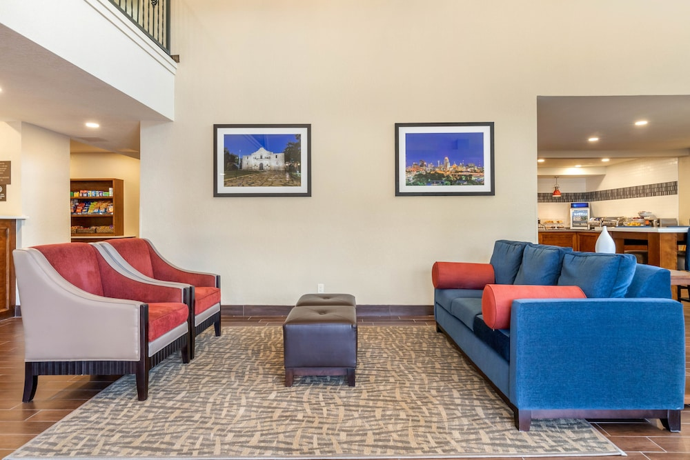Lobby Sitting Area, Comfort Suites Airport North