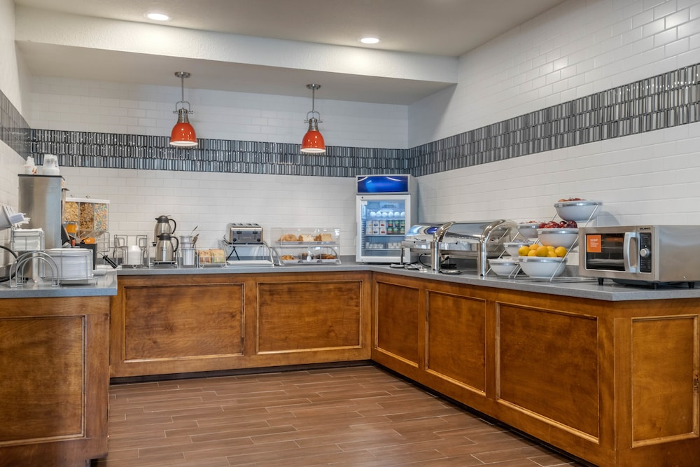 Breakfast buffet, Comfort Suites Airport North