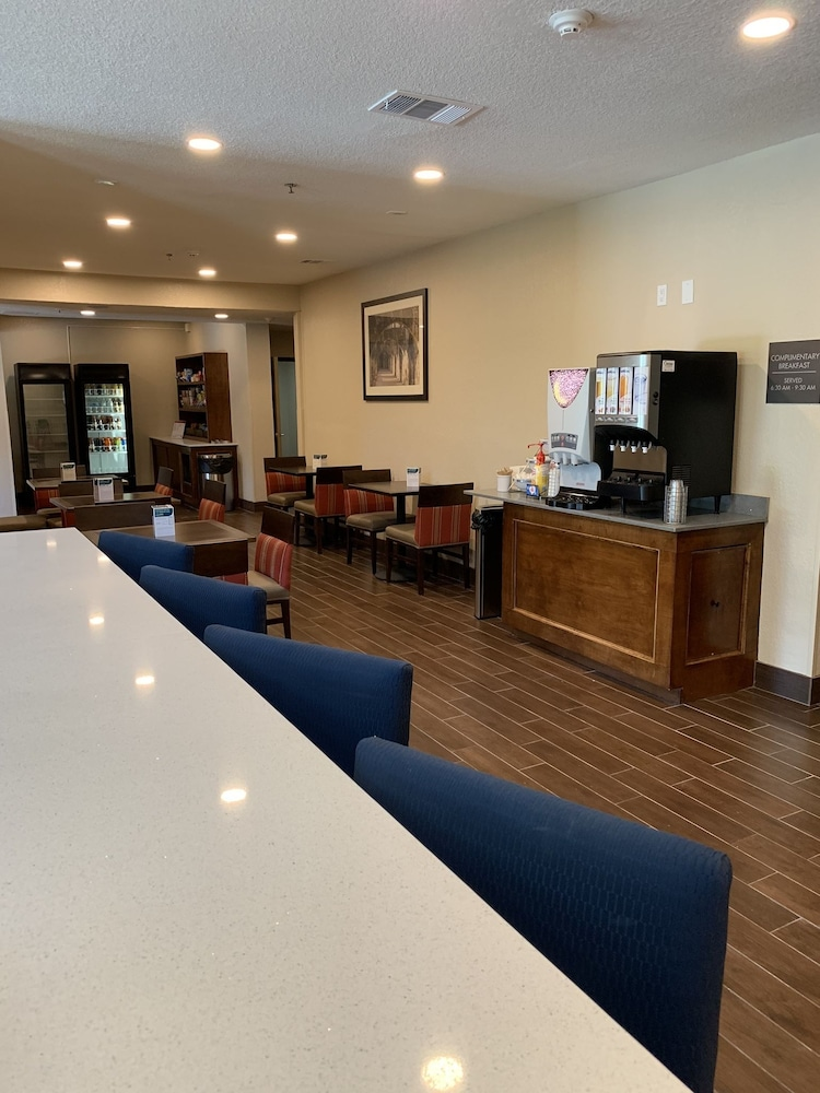 Breakfast Area, Comfort Suites Airport North
