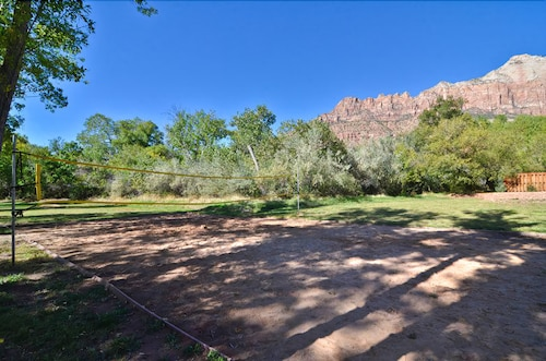Sport Court, Holiday Inn Express Springdale - Zion National Park Area