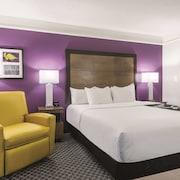 La Quinta Inn & Suites by Wyndham Alexandria Airport