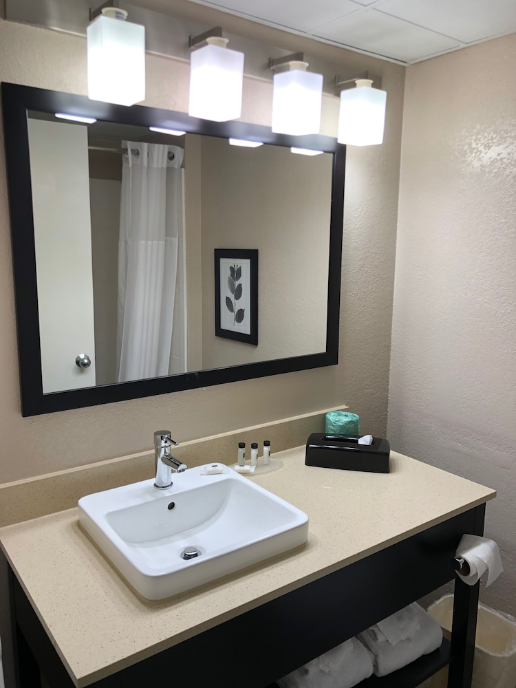 Bathroom, Country Inn & Suites by Radisson, Greenville, NC