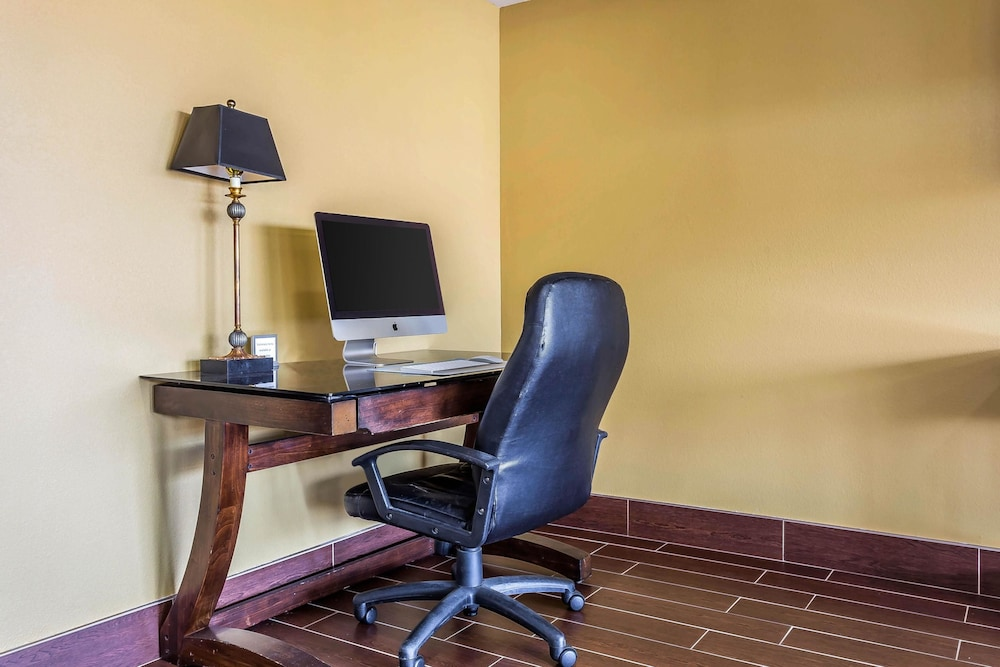 Business Center, Quality Inn & Suites near Robins Air Force Base