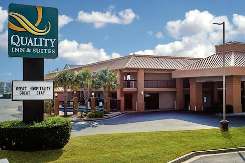 Quality Inn & Suites near Robins Air Force Base