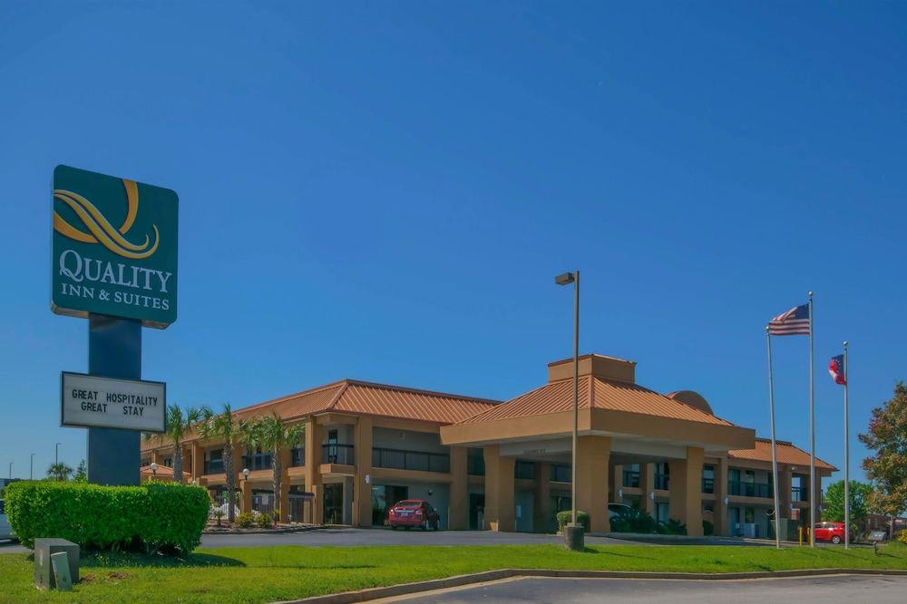 Front of Property, Quality Inn & Suites near Robins Air Force Base