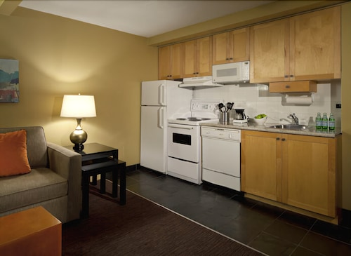 Private Kitchenette, Whistler Village Inn And Suites