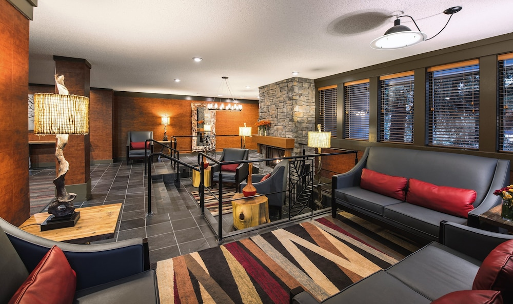 Lobby, Whistler Village Inn And Suites