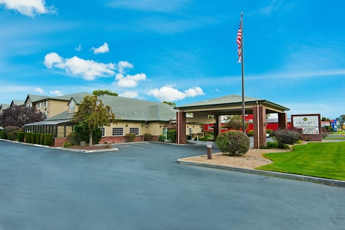 Oxford Suites Hermiston