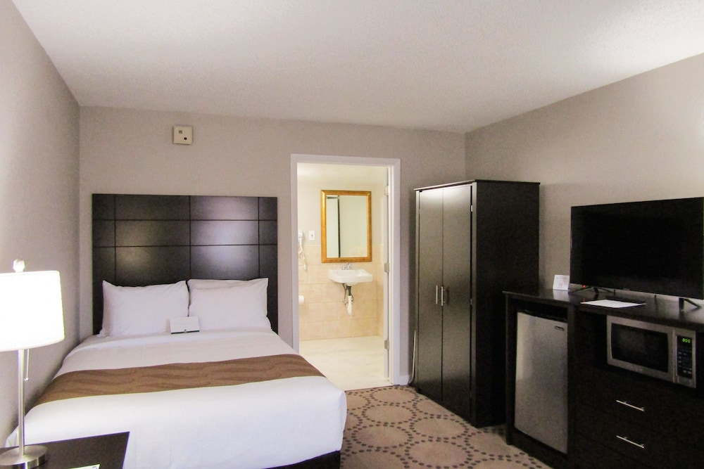 Room, Quality Inn & Suites Kissimmee by The Lake