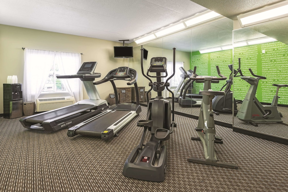 Fitness Facility, La Quinta Inn & Suites by Wyndham St. Louis Westport