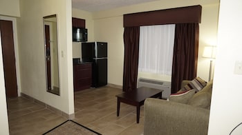Suite, 2 Queen Beds, Non Smoking, Refrigerator & Microwave - Living Area