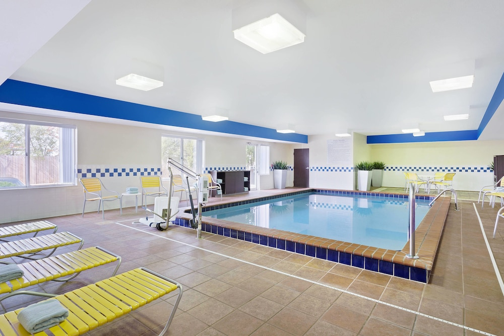 Indoor Pool, Fairfield Inn & Suites by Marriott Chicago Southeast/Hammond